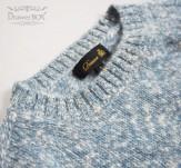 セーター襟元アップ
